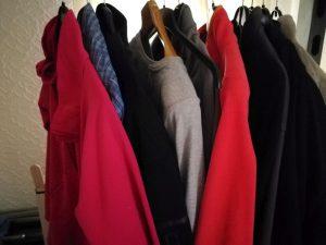 Wäsche auf Kleiderbügel